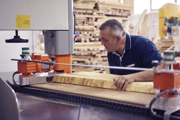 Produzione sedie e arredi in legno su misura motterani for Produzione sedie